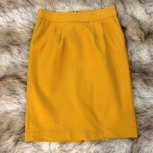 Banana Republic Skirt 🌸🌷 Mustard color ☺️